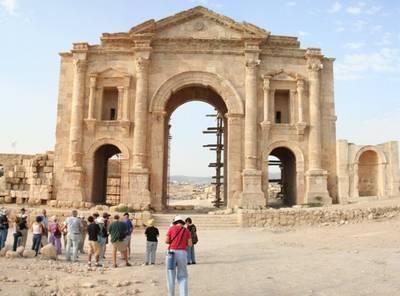 טיול לירדן - שער הניצחון בג'רש