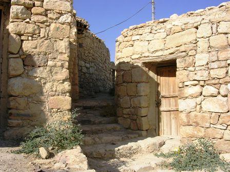 טיול לירדן - סמטאות בכפר דנה